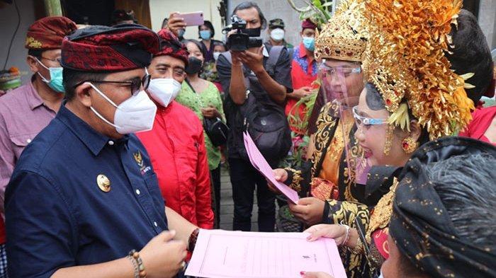 Bupati Tabanan Launching Program Semara Ratih, Warga Tegal Mengkeb Cukup Urus Dokumen di Kantor Desa