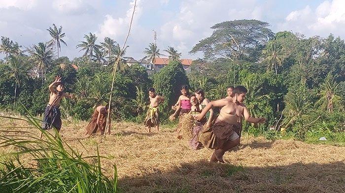 Bangkitkan Permainan Tradisional yang Mulai Ditinggalkan, Sekaa Truna Pentas Megandu di Museum Subak