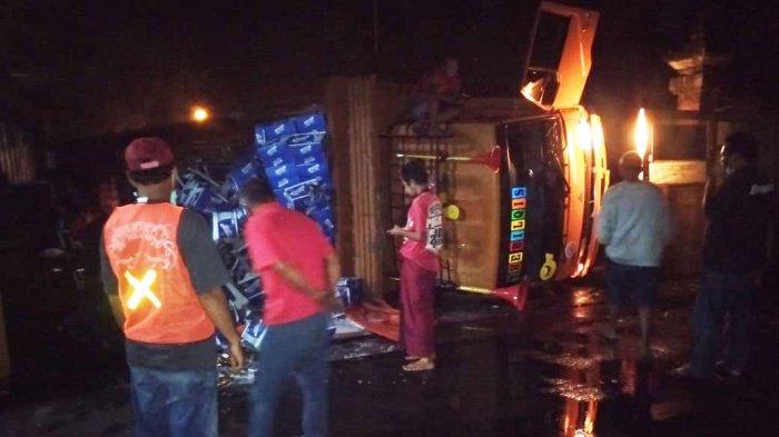 Truk Fuso Bermuatan 25 Ton Terguling di Kerambitan Tabanan,Sopir Bantir Setir Saat Rem Blong