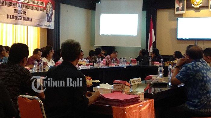Rapat Pleno Rekapitulasi Suara Pilgub Bali di KPU Tabanan, Paslon 1 Unggul di Semua Kecamatan