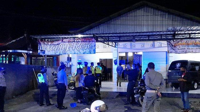 Satpol PP Jembrana Sidak Tempat Karaoke Bandel,Modusnya Pintu Masuk Ditutup Tapi di Dalam Beroperasi