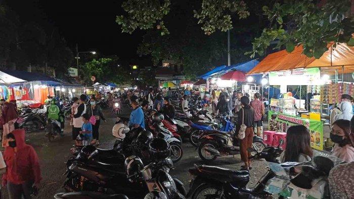 Keramaian Pasar Kreneng saat Bulan Ramadhan 2021, Penjualan Camilan Menurun Sejak Pandemi