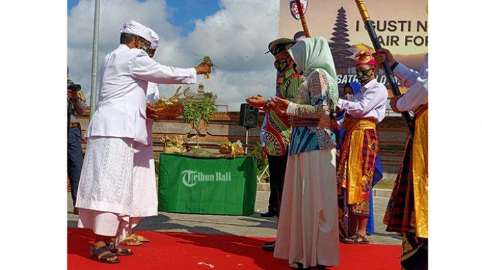 Mayjen TNI Kurnia Dewantara Jabat Pangdam IX/Udayana, Tiba di Bali Disambut Tradisi Tepung Tawar