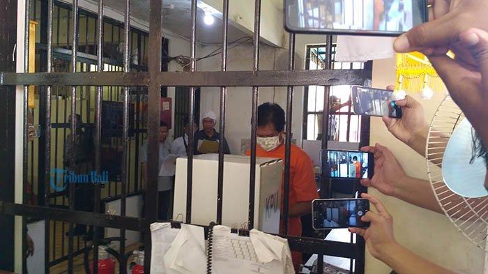 Sudikerta Nyoblos Pakai Baju Tahanan di Rutan Polda Bali, Saat Ditanya Wartawan Begini Responnya