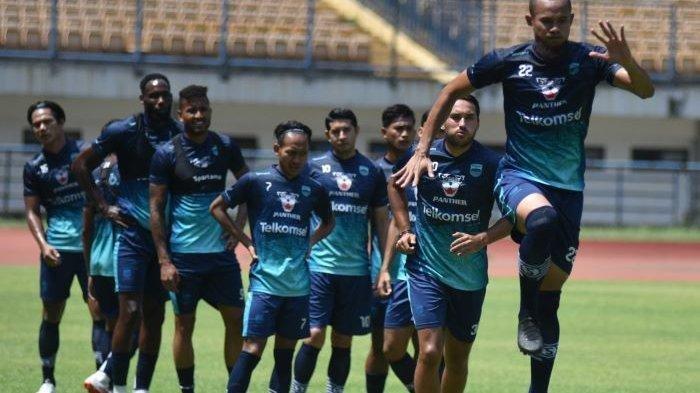 Ini Kata Roberts Soal Lini Tengah Tanpa Klok & Beckham Jelang Duel Bhayangkara FC vs Persib Bandung