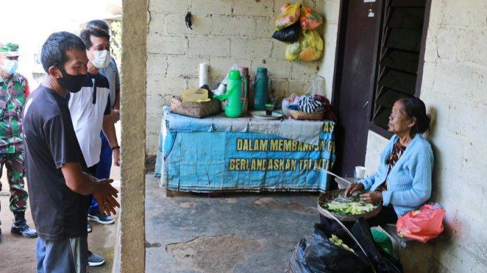 Kondisi Dapur Nyaris Roboh, Bupati Suwirta Bantu Pembangunan Dapur KK Miskin di Tusan Klungkung