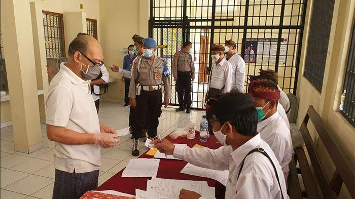 12 Tahanan Polresta Denpasar Ikut Berpartisipasi dalam Pencoblosan Pilkada Serentak 2020