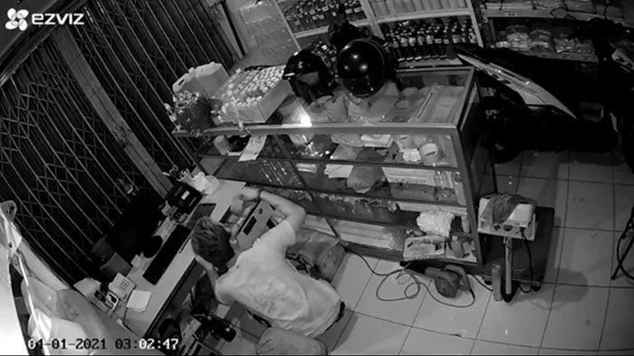 Aksi Pencurian Terekam CCTV, Pelaku Gasak Sejumlah Uang dan Barang di Denpasar