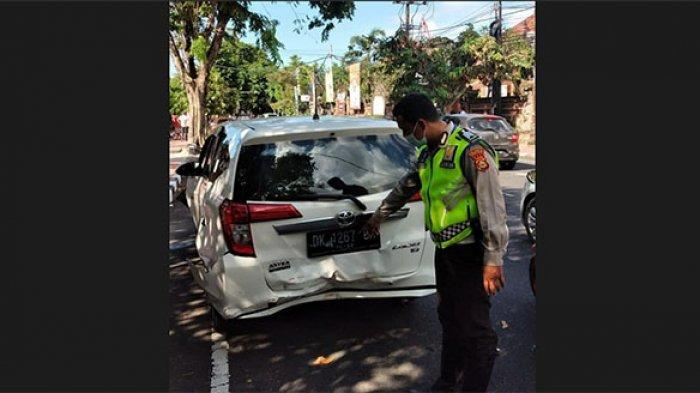 Akibat Rem Mendadak, Tiga Mobil Alami Tabrakan Beruntun di Jalan Melati Denpasar