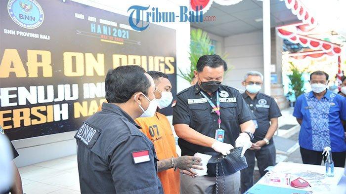 Pengedar Shabu Dicokok BNNP Bali, Dua Paket Shabu Dimasukkan Dalam Paket Kiriman Tas Wanita