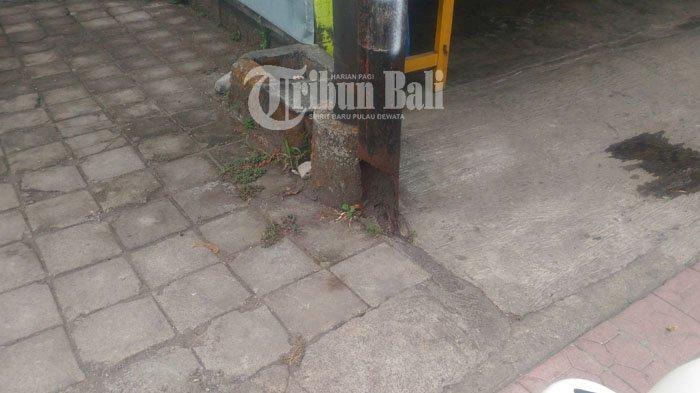 Tiang Telkom Keropos Membahayakan di Ubud
