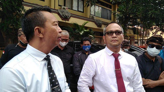 Tim Advokat Komponen Rakyat Bali, I Nengah Yasa Adi Susanto (kanan)
