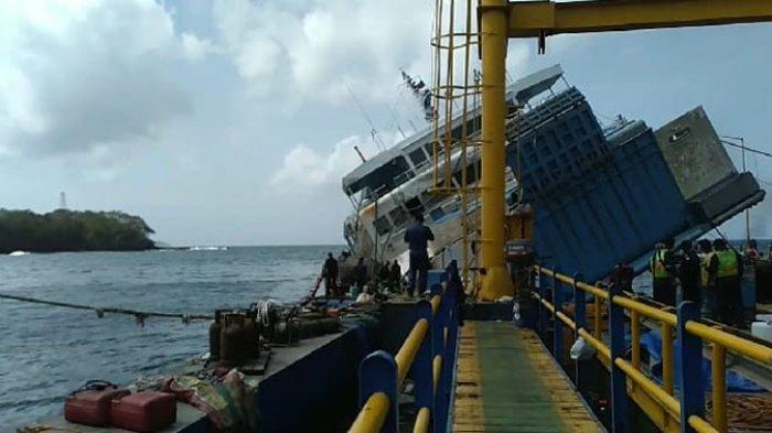 Evakuasi KMP Dharma Rucitra III Sedikit Terhambat Karena Terkendala Keseimbangan Kapal