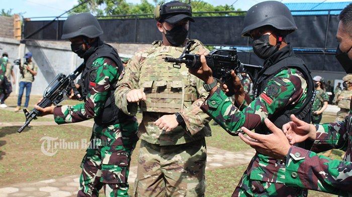 Tentara Amerika & Yonif Mekanis 741/GN Jembrana Latihan Teknik Menembak dan Pertempuran Jarak Dekat