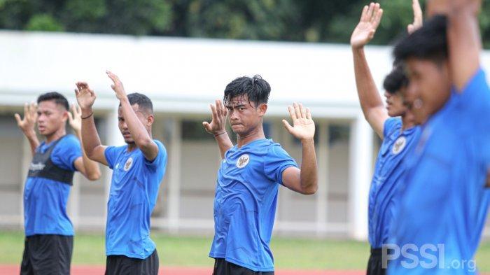 Timnas Indonesia persiapan SEA Games 2021 memulai latihan perdana pada TC bulan Februari ini di Stadion Madya, Jakarta, Selasa 9 Februari 2021 siang.