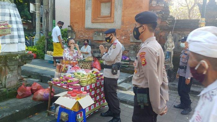 Hari Raya Kuningan, Tim Pemburu Pelanggar Prokes Polda Bali Pantau Pura Jagatnatha Denpasar