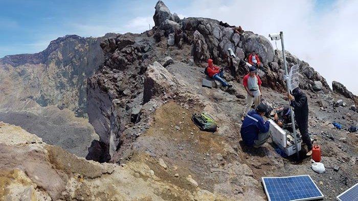 PVMBG Pasang CCTV di Gunung Agung, Penasaran dengan Kawahnya Tak Perlu Naik, Cukup Buka Via Web Ini