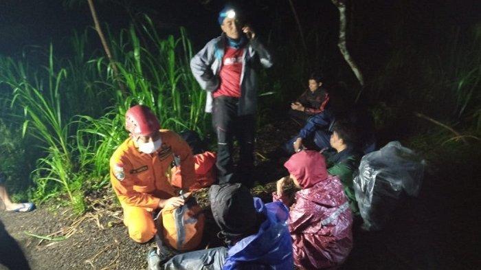 Tim SAR Gabungan Temukan 4 Pendaki di Gunung Agung Dalam Keadaan Selamat