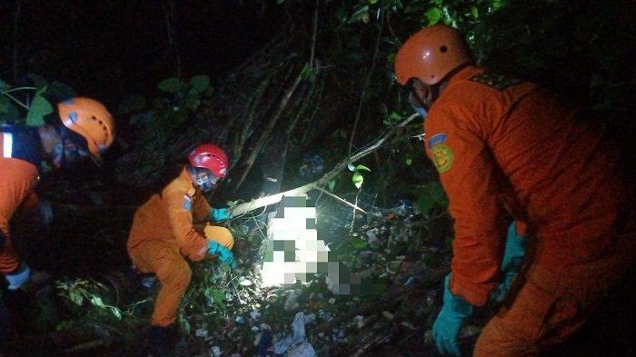 BREAKING NEWS - Warga Busungbiu Temukan Sesosok Jasad di Dasar Jurang, Tim SAR Lakukan Evakuasi