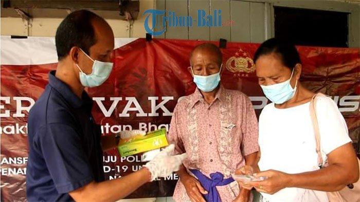 Tim Vaksinasi Polres Gianyar Gelar Vaksin Door to Door, Sasar Warga yang Belum Divaksin