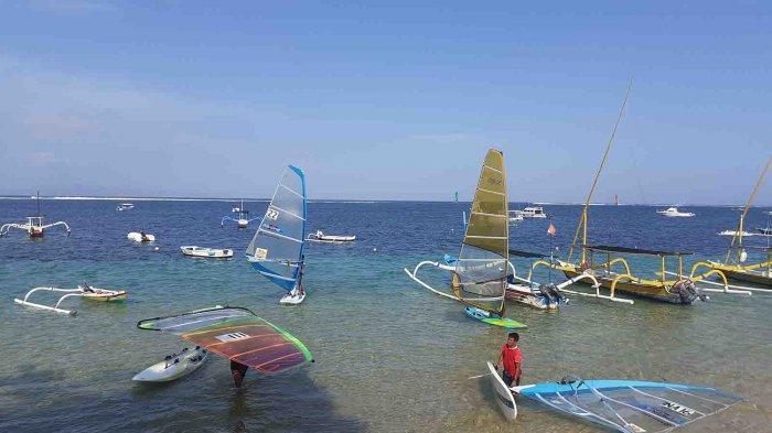 Tim Selancar Angin Bali untuk PON XX Papua Lakukan Latihan di Pantai Sanur