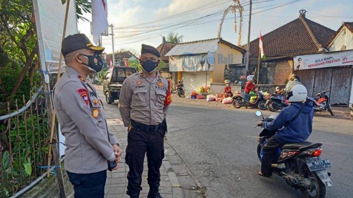 Terus Gencar Lakukan Pemantauan Prokes, Kapolsek Abiansemal Turun Langsung ke Pasar Mambal Badung