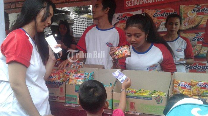 TK Kumara Shanti Bersama Mie Sedaap Edukasi Murid di Pasar Agung