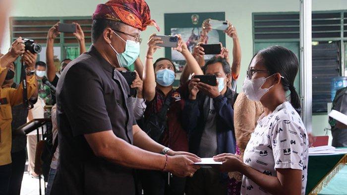 TNI dan Pemkab Buleleng Salurkan Bantuan Tunai untuk Ribuan Pedagang