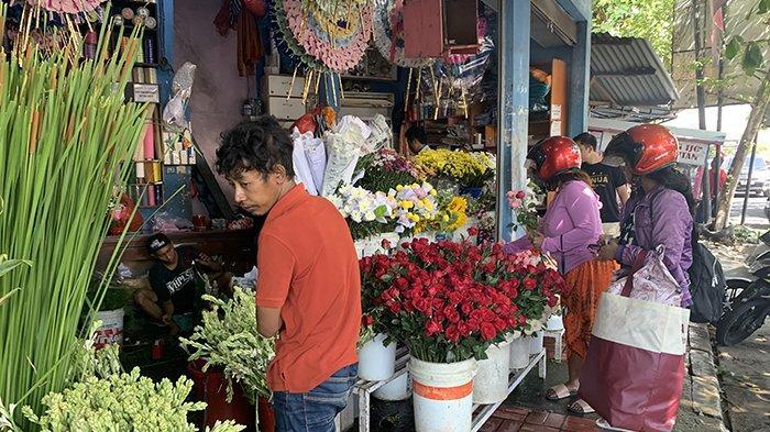 BREAKING NEWS: Arti Valentine Bagi Muda-mudi, Orangtua Dan Pedagang Bunga di Denpasar