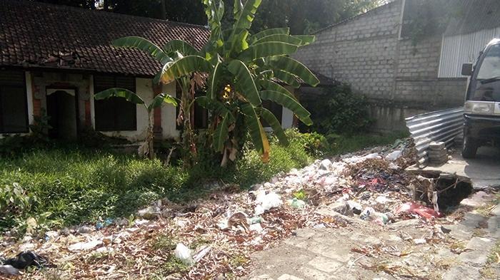 Reportase Warga: Tanah Kosong Dekat Kantor Prebekel Bedulu Jadi TPS