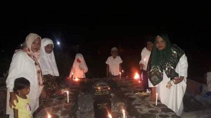 Diyakini Sebagai Malam Lailatul Qadar, Warga di Maluku Ini Berbondong Nyalakan Damar di Kuburan