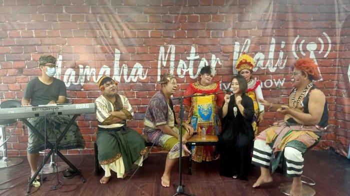 Hadir Jadi Bintang Tamu, Penyanyi Pop Bali Tri Puspa Apresiasi Acara Makedekan Ajak Clekontong Mas