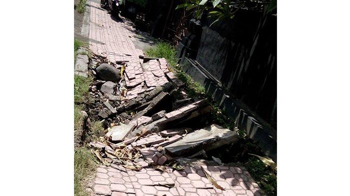 REPORTASE WARGA: Digunakan Parkir Ngawur, Trotoar di Jalan Tukad Balian Berantakan