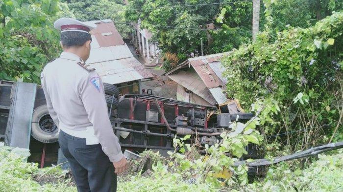 Adi Selamat dari Maut, Rem Blong, Truk Masuk Jurang Sedalam 10 Meter di Jalan Denpasar-Gilimanuk