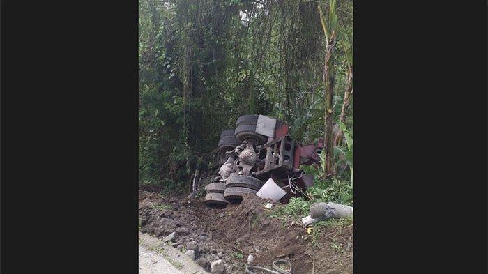 Truk Molen Terperosok ke Jurang di Payangan Gianyar, Sopir & Kondektur Selamat
