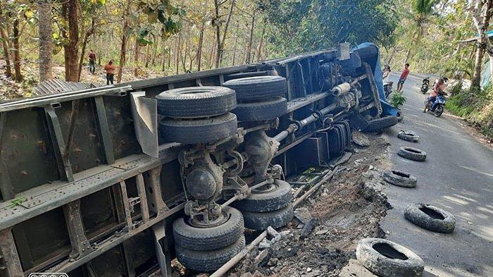 Warga Nusa Penida Klungkung Keluhkan Truk Besar yang Melintas di Jalan Sempit Hingga Terguling