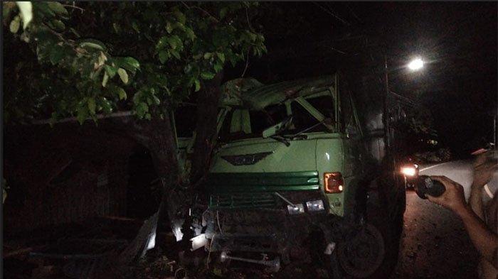 Kaget Lihat Percikan Api, Truk Tronton yang Dikemudikan Julianto Tabrak Pohon Perindang di Buleleng