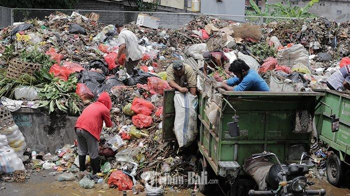 Sudah Sepekan Sampah Tak Diangkut ke TPA Suwung hingga Menggunung & Bau, Warga Denpasar Mengeluh