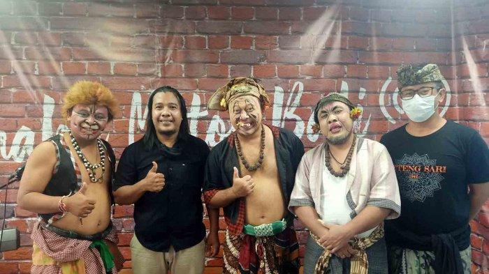 Acara Makedekan Ajak Clekontong Mas Hadirkan Bintang Tamu Penyanyi Pop Bali 'Tut Sana'