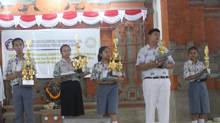 Dorong Pembacaan Kitab Suci Hindu Lewat Lomba Cerdas Cermat Tribun Bali
