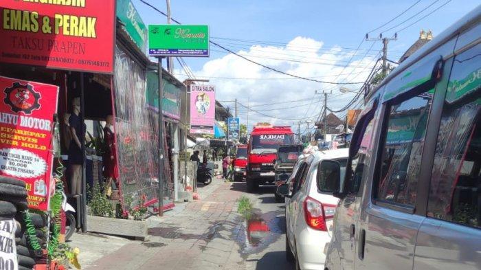Lahan Alang-Alang di Jalan Gunung Soputan Denpasar Terbakar, BPBD Kerahkan Unit Damkar