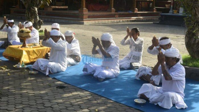 Pura Desa Lan Puseh Desa Adat Denpasar Adakan Upacara untuk Memohon Berakhirnya Penyebaran Covid-19