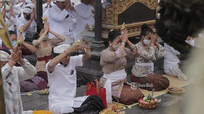 Upacara Pemahayu Jagat di Pura Besakih, Mohon Restu Penerapan Tatanan Kehidupan Bali Era Baru