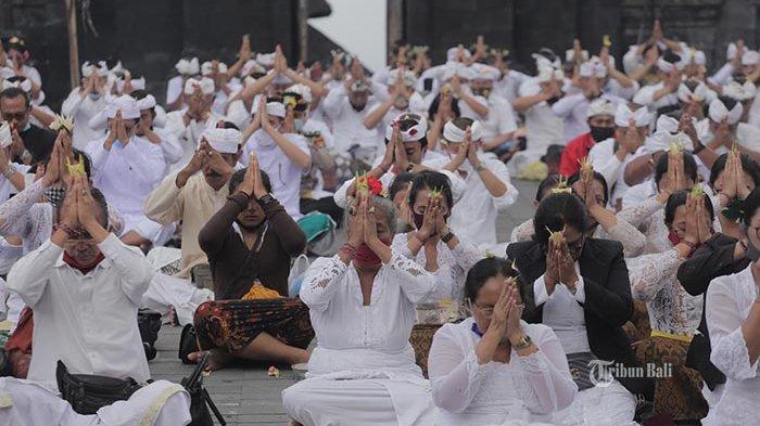 Makna Kramaning Sembah, Serta Tuntunan Sembahyang Dalam Ajaran Hindu