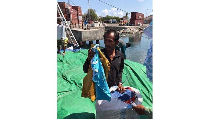 Upaya Penyelundupan 500 Karung Pakaian Bekas di Perairan Sumbawa Berhasil Digagalkan