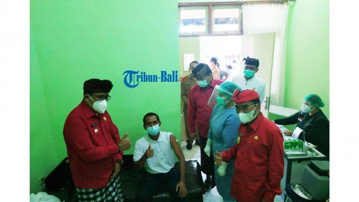 Bupati Sanjaya Pantau Langsung Proses Vaksinasi Covid-19 Untuk Jurnalis Tabanan Bali