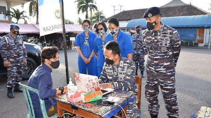 Lanal Denpasar Gencarkan Pelaksanaan Vaksinasi Covid-19 di Pelabuhan Gilimanuk