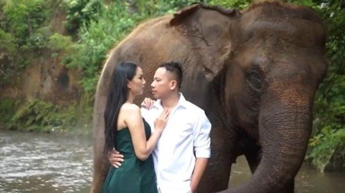 Vicky Prasetyo dan Kalina Oktarani Foto Prewedding di Bali, Intip Potret Mesranya