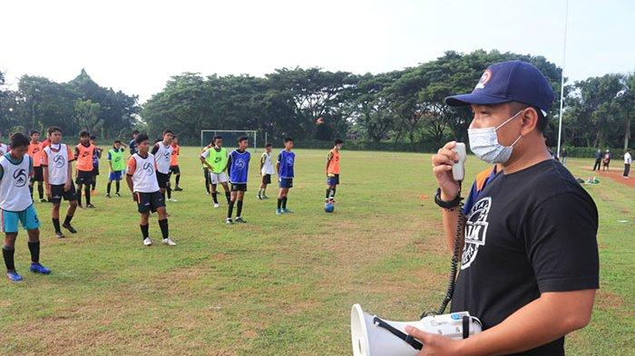 Wabup Patriana Krisna Pantau Seleksi Tim Sepak bola U-16 dan U-19 Jembrana
