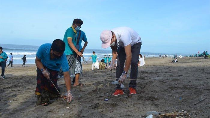 Wabup Suiasa dan Undwi Gelar Bersih-bersih Pantai Petitenget & Dukung Aksi Orari di Pantai Dreamland